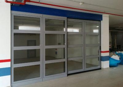 1 - Portone scorrevole industriale ATLANTE - Grigio RAL 9006 con vetrature - 02 (1)