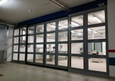 1 - Portone scorrevole industriale ATLANTE - Grigio RAL 9006 con vetrature - 02 (9)
