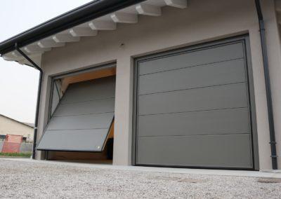 Portone basculante da garage SWING - Liscio grigio RAL 7039