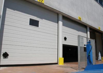 Portone sezionale industriale CARGO - Stucco bianco C21 - 01