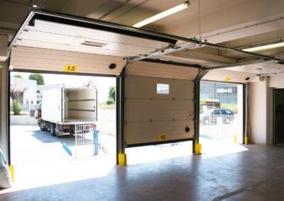 Portone sezionale industriale CARGO - Stucco bianco C21 - 02
