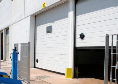 Portone sezionale industriale CARGO - Stucco bianco C21 - 03