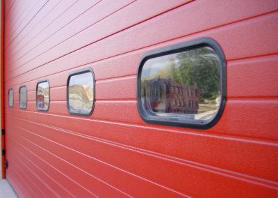 Portone sezionale industriale DOCK - Rosso RAL 3000 - 01