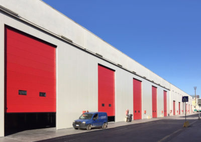 Portone sezionale industriale DOCK - Rosso RAL 3000 - 02