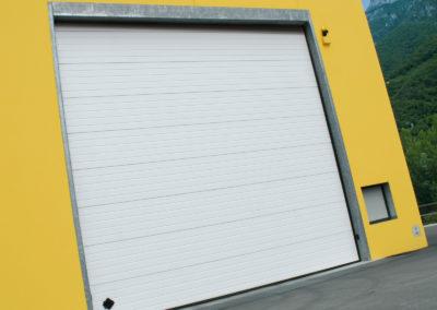 Portone sezionale industriale DOCK - Stucco bianco C21 - 01