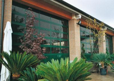 Portone sezionale vetrato FULL VISION - Verde RAL 6005