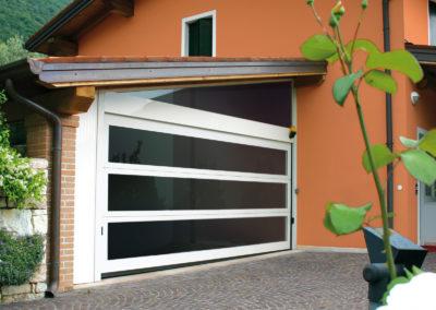 Portone sezionale vetrato LUX - Bianco C81 - 01